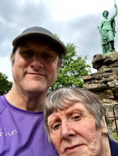 Friary park sefie with statue